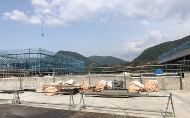 建設進む県立美術館20200603.jpg